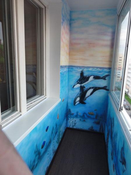 Роспись по стенам на балконе.